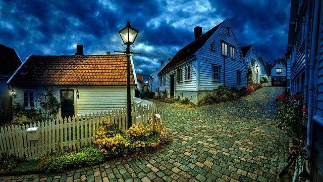 cesta mezi domy