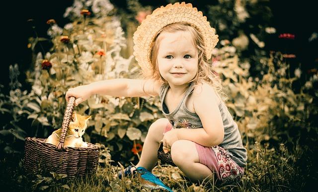dítě s košíkem