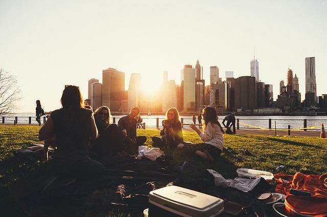 žena na pikniku