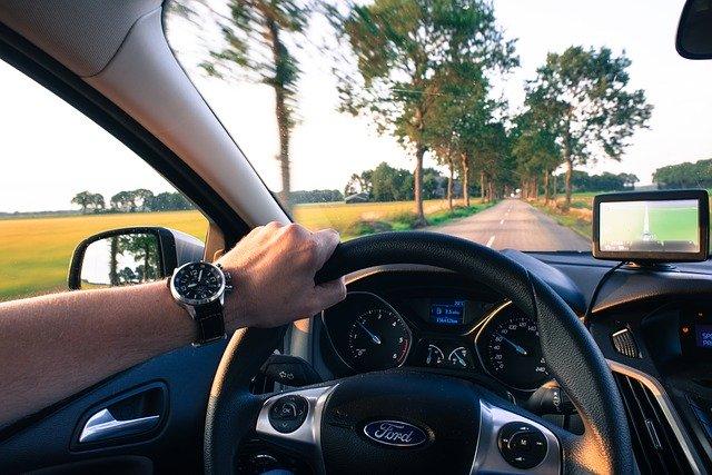 řidič a volant
